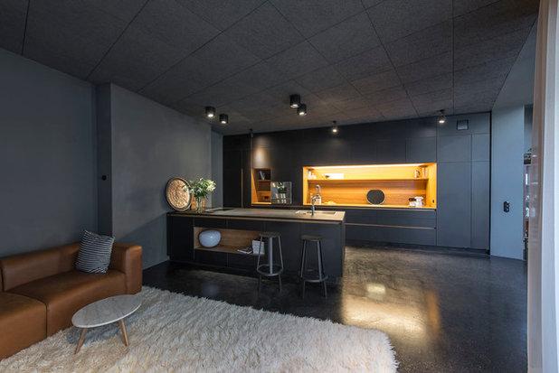 Modern Wohnbereich by Scheumar Baumanufaktur GmbH