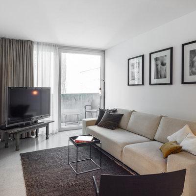 Modern Wohnzimmer by EMMA B. HOME