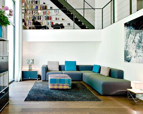 Groes Offenes Modernes Wohnzimmer Ohne Kamin Mit Weier Wandfarbe Und  Braunem Holzboden In Hamburg With Groes Wohnzimmer Ideen