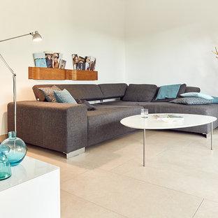 Ispirazione per un piccolo soggiorno scandinavo chiuso con pareti bianche, pavimento con piastrelle in ceramica, nessun camino, nessuna TV e pavimento beige