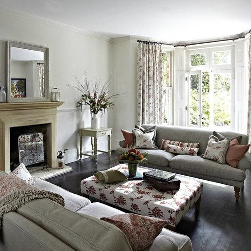 Einrichtungsidee Für Mittelgroße, Abgetrennte Klassische Wohnzimmer Mit  Grauen Wänden, Dunklem Holzboden, Kamin Und