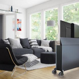 Mittelgroßes Modernes Wohnzimmer mit verstecktem TV, weißer Wandfarbe, hellem Holzboden und beigem Boden in Hamburg