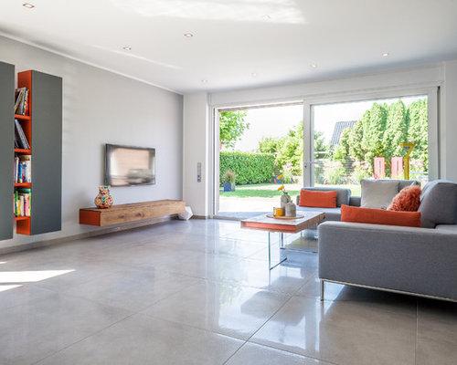 Mittelgroßes Modernes Wohnzimmer Ohne Kamin Mit Grauer Wandfarbe, Wand TV  Und Grauem Boden In