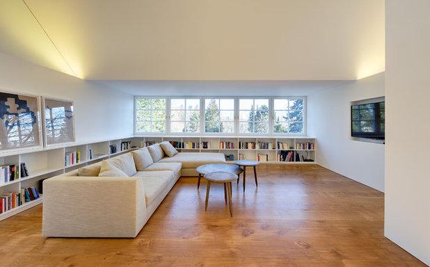 Contemporary Living Room by Möhring Architekten