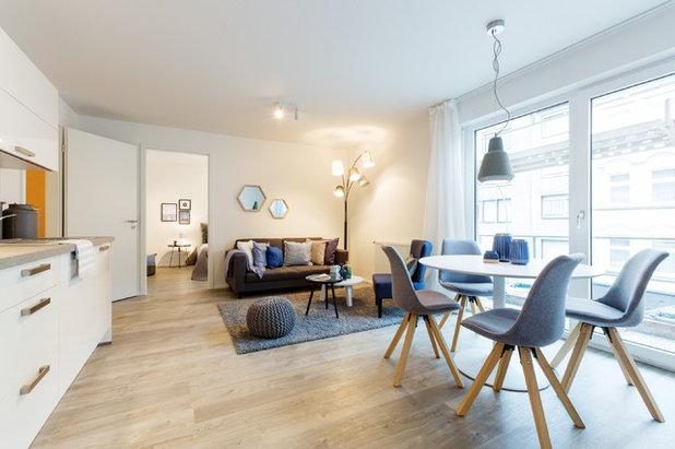 Skandinavisch Wohnbereich by raumwerte Home Staging