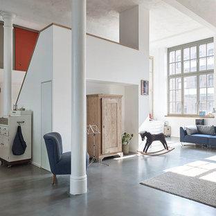 Salon mansardé ou avec mezzanine Leipzig : Photos et idées déco de ...