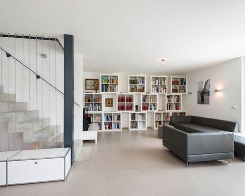 offene groe moderne bibliothek mit weier wandfarbe in mnchen - Moderne Wohnzimmer Ideen