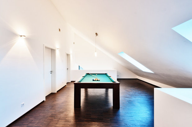 Contemporary Basement by HELWIG HAUS + RAUM Planungs GmbH