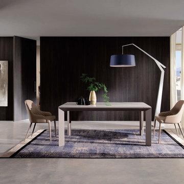 Offener Essbereich mit beigen Esszimmerstühlen aus Leder