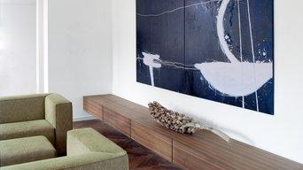 offener Wohnbereich und Kunst