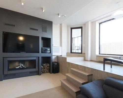 Modernes Wohnzimmer Mit Weißer Wandfarbe, Gaskamin Und Multimediawand In  Berlin
