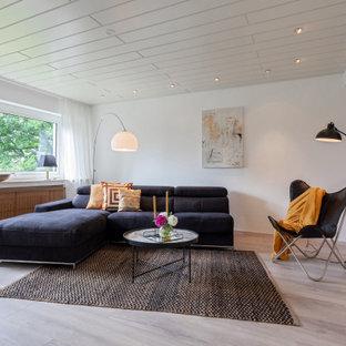 Modernes Wohnzimmer mit weißer Wandfarbe und grauem Boden in Köln