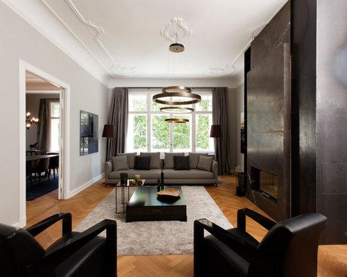 Abgetrennte, Mittelgroße Klassische Wohnzimmer Mit Grauer Wandfarbe,  Braunem Holzboden, Gaskamin, Kaminsims Aus