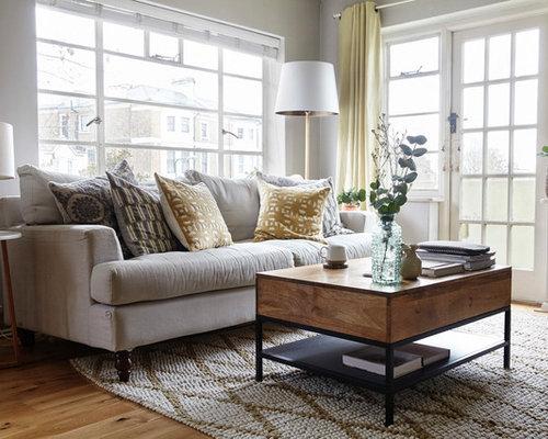 Mittelgroßes Klassisches Wohnzimmer Mit Grauer Wandfarbe, Braunem Holzboden  Und Braunem Boden In Sonstige