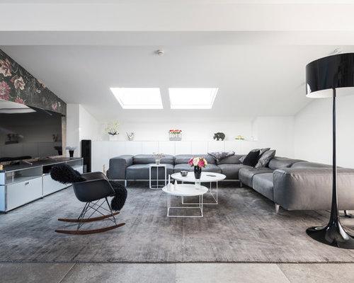 Mittelgroßes, Repräsentatives, Offenes Modernes Wohnzimmer Ohne Kamin Mit  Weißer Wandfarbe, Freistehendem TV Und