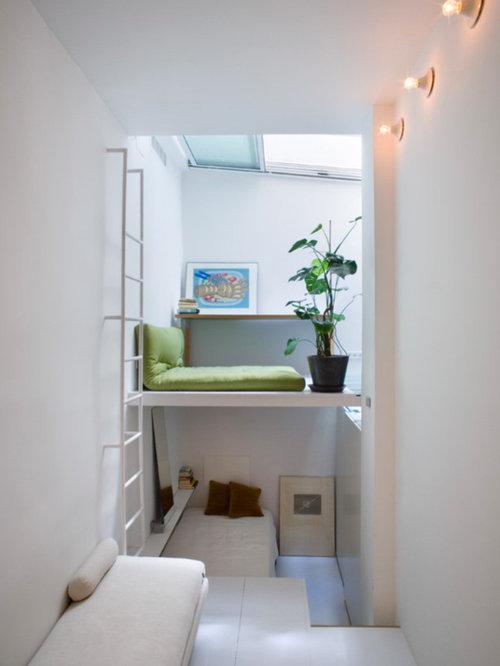 Kleines Modernes Wohnzimmer Im Loft Style Ohne Kamin Mit Weisser Wandfarbe Und Gebeiztem Holzboden