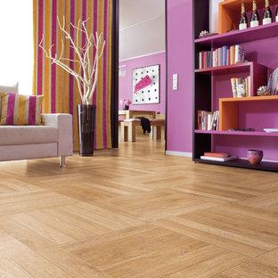 Foto di un soggiorno con sala formale, pareti viola, pavimento in vinile e pavimento beige