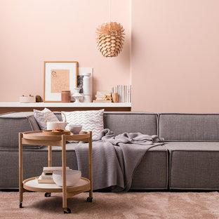 Foto de sala de estar actual con paredes rosas