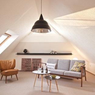 Kleines, Fernseherloses, Abgetrenntes Modernes Wohnzimmer ohne Kamin mit weißer Wandfarbe, Teppichboden und beigem Boden in Bremen