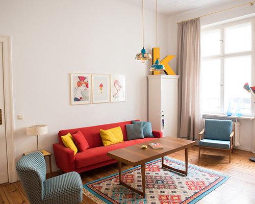 Mittelgroßes Eklektisches Wohnzimmer Mit Weißer Wandfarbe Und Braunem  Holzboden In Berlin