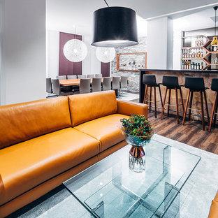 Immagine di un soggiorno eclettico con pavimento in vinile
