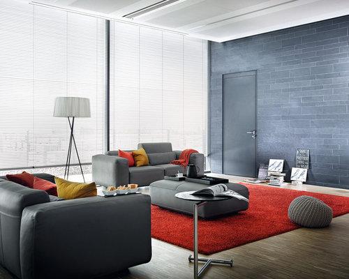 Offenes Modernes Wohnzimmer Mit Grauer Wandfarbe Und Dunklem Holzboden In  Sonstige