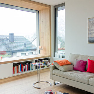 Salon avec un sol en bois clair Francfort : Photos et idées déco de ...