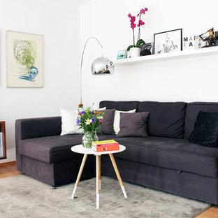 Idee per un piccolo soggiorno nordico con sala formale, pareti bianche e parquet chiaro