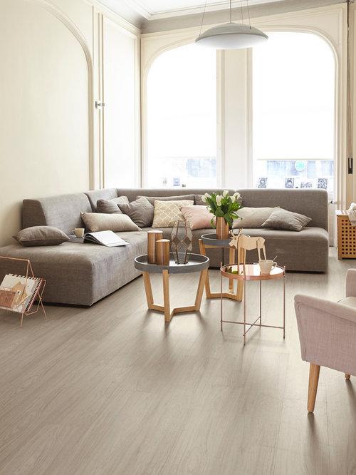 Mittelgrosses Skandinavisches Wohnzimmer Mit Beiger Wandfarbe Und Hellem Holzboden In Dresden