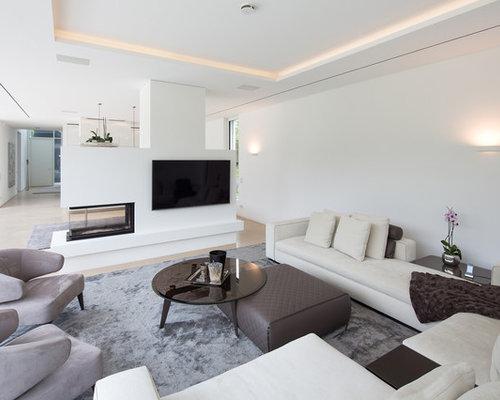 Mittelgroßes Modernes Wohnzimmer Mit Weißer Wandfarbe, Teppichboden,  Tunnelkamin Und Verputztem Kaminsims In Essen