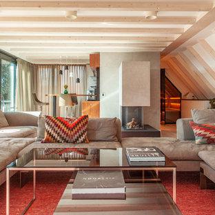 Großes, Offenes Modernes Wohnzimmer mit Hausbar, grauer Wandfarbe und braunem Holzboden in Berlin