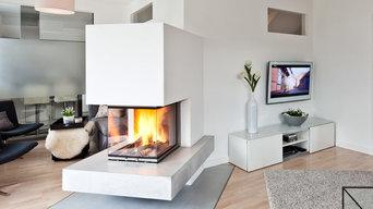 weißer Kamin im Wohnraum