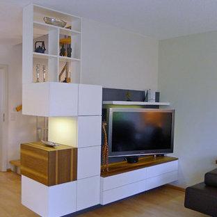 Weißer Wohnzimmerschrank als Raumteiler