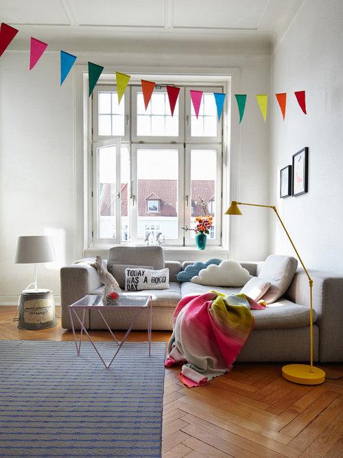 Ideen Fr Kleine Moderne Wohnzimmer Mit Weissen Wnden Und Braunem Holzboden In Mnchen
