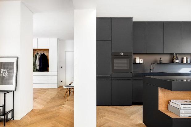 schwarz wei denken eine kontrastreiche wohnk che in m nchen. Black Bedroom Furniture Sets. Home Design Ideas