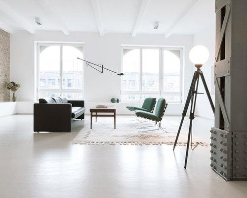 Elegant Fernseherloses, Großes, Repräsentatives Skandinavisches Wohnzimmer Ohne  Kamin Mit Weißer Wandfarbe Und Weißem Boden In
