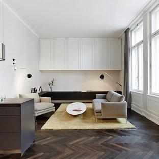 Wohnbereich mit Sideboard und Wandschrank