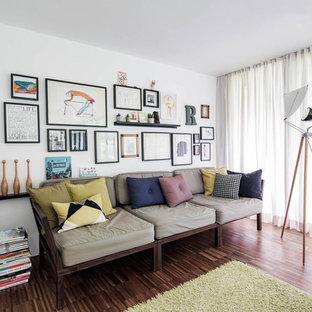 Mittelgroßes, Offenes Skandinavisches Wohnzimmer Mit Weißer Wandfarbe In  München