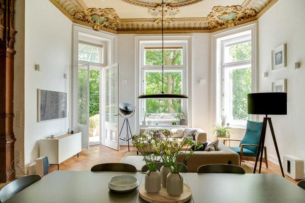 Modern Wohnbereich by REFUGIUM - Interior Design