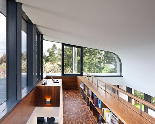 Einrichtungsidee Fr Mittelgrosse Fernseherlose Moderne Bibliotheken Ohne Kamin Im Loft Style Mit Weisser