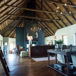 Imagen de sala de estar con biblioteca abierta, exótica, grande, con paredes verdes