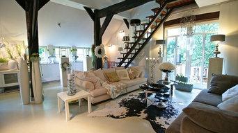 Wohnraum mit Treppe