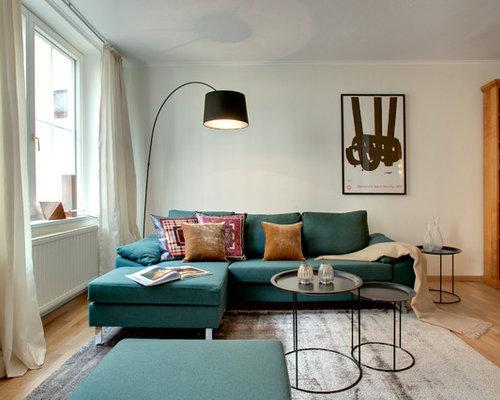 Fernseherloses Abgetrenntes Mittelgrosses Modernes Wohnzimmer Ohne Kamin Mit Weisser Wandfarbe Und Hellem Holzboden In