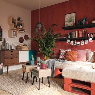 Idéer för att renovera ett mellanstort funkis separat vardagsrum, med röda väggar, mellanmörkt trägolv, en dold TV och beiget golv