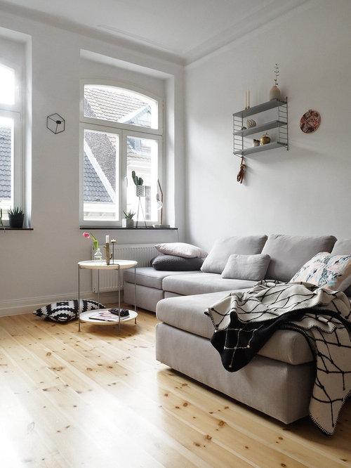Beautiful Kleines, Abgetrenntes Nordisches Wohnzimmer Ohne Kamin Mit Weißer Wandfarbe  Und Hellem Holzboden In Köln