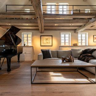 Wohnzimmer einem luxuriösem modernem Bauernhaus