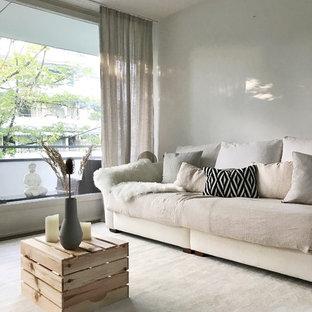 Wohnzimmer in hellen frischen Tönen