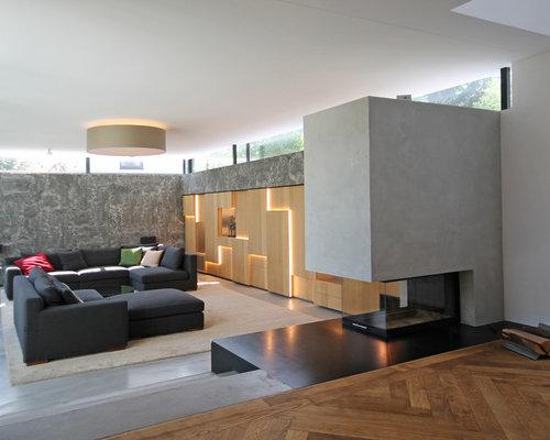 Großes Modernes Wohnzimmer Im Loft Style Mit Grauer Wandfarbe, Betonboden,  Kaminsims Aus Beton