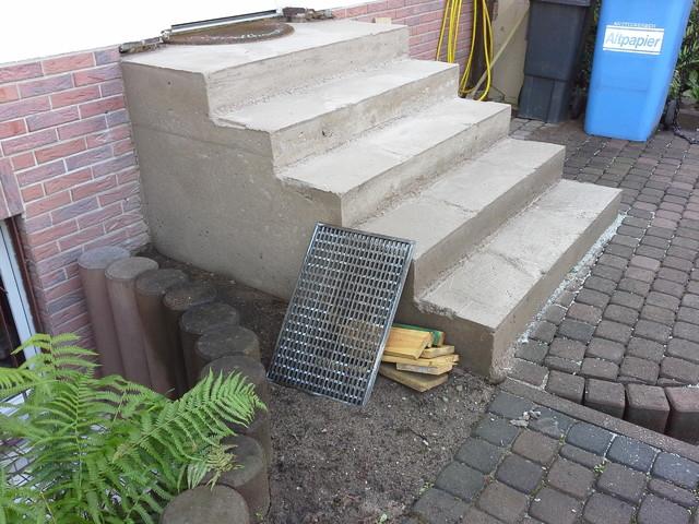 Treppe Betonieren treppe zur haustür neu betonieren und mit naturstein belegen