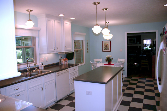126th Amp Gray Black Amp White Checkered Kitchen Floor Traditional Kitchen Indianapolis By